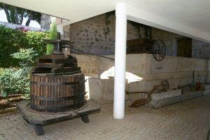 Oude wijnpers van Quinta da Nespereira.